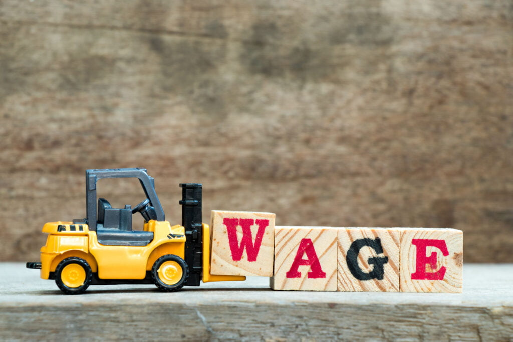 The pros and cons of raising the minimum wage in 2020