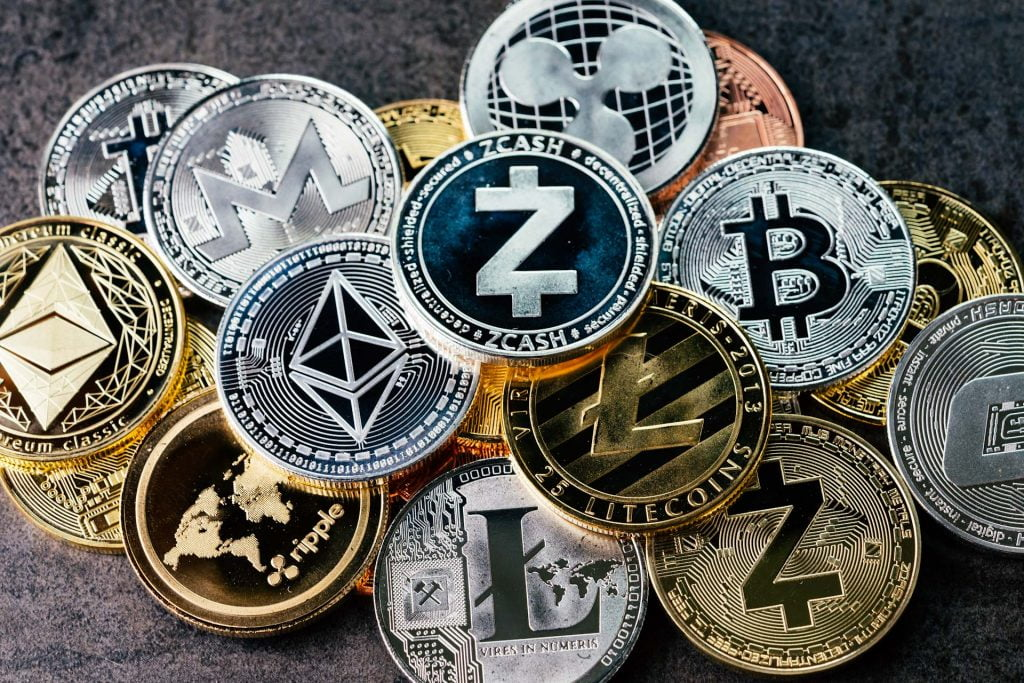 The Most Important Pros and Cons of Using Cryptocurrency in 2020